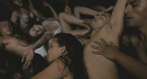 Parteciperesti in un'orgia?