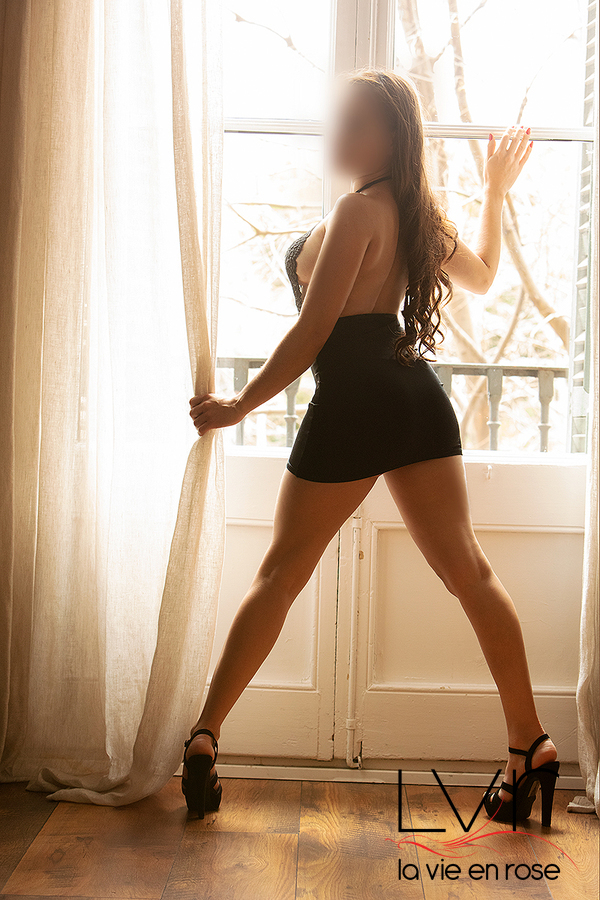 Luxury escort in Barcelona from behind with a black dress, Tatiana