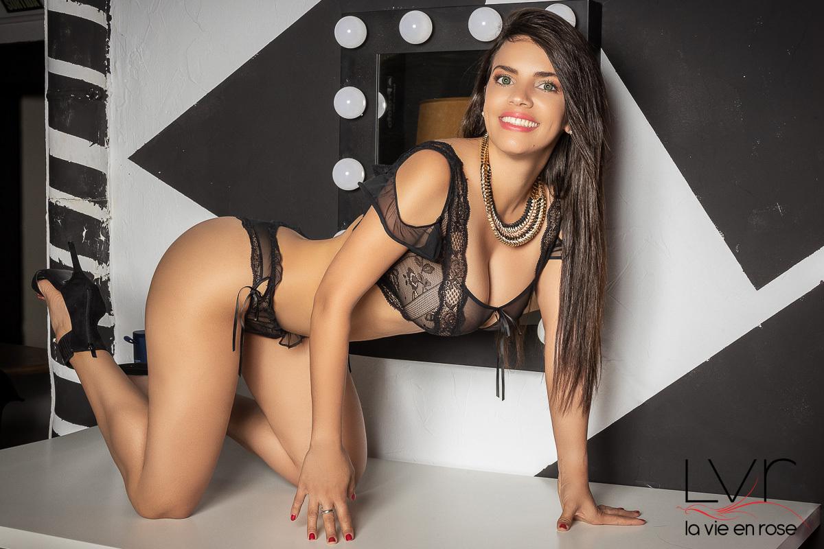 Luxury escort for GFE in Barcelona with black lingerie, Nikol