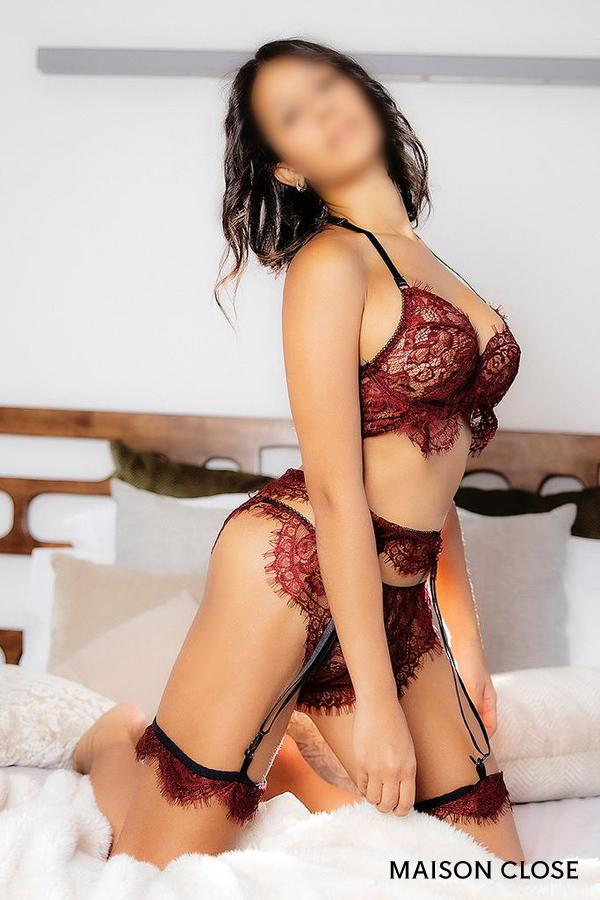 Complete luxury escort in Barcelona kneeling on a bed, Corina