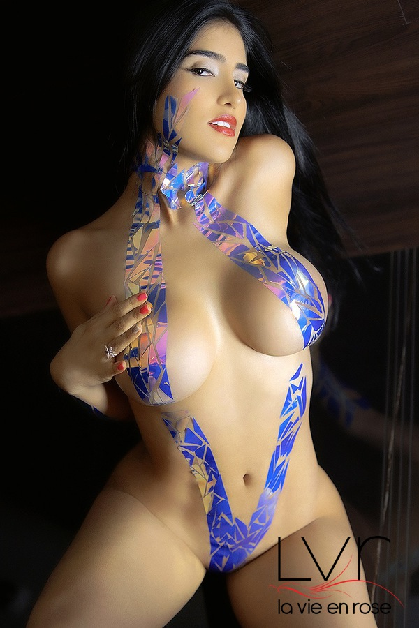 Colombian escort in Barcelona with her hand on her chest, Natty