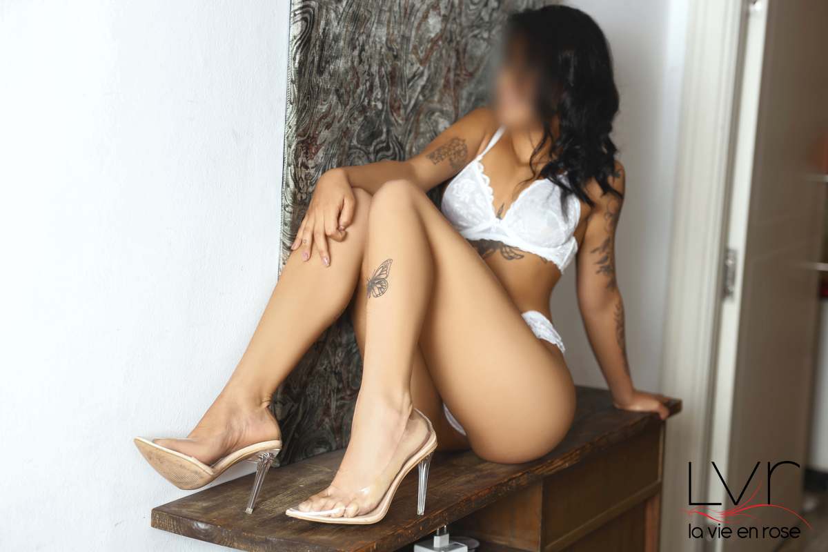 Canela, exotic escort in Barcelona 19 years old