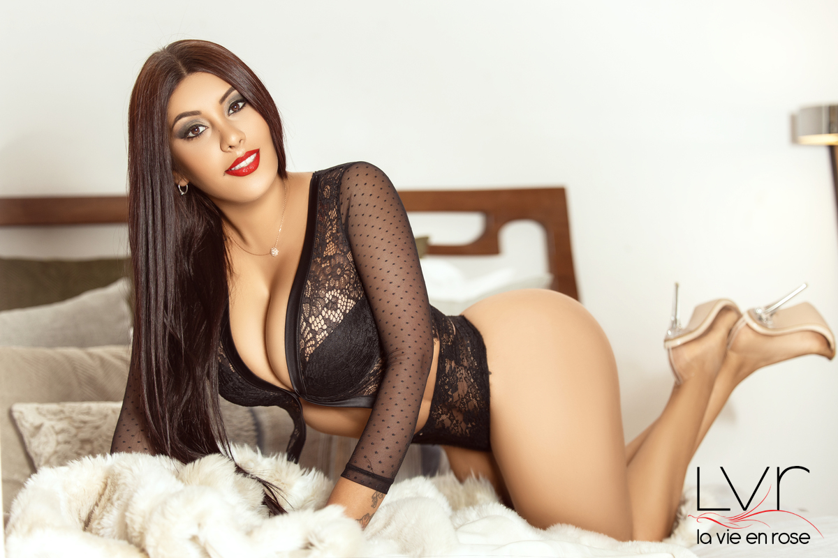 Hanna, Colombian luxury escort 23 years old for lesbian in Barcelona