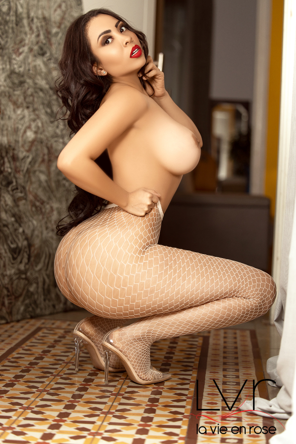Colombian Escort in Barcelona crouched on the floor, Sara