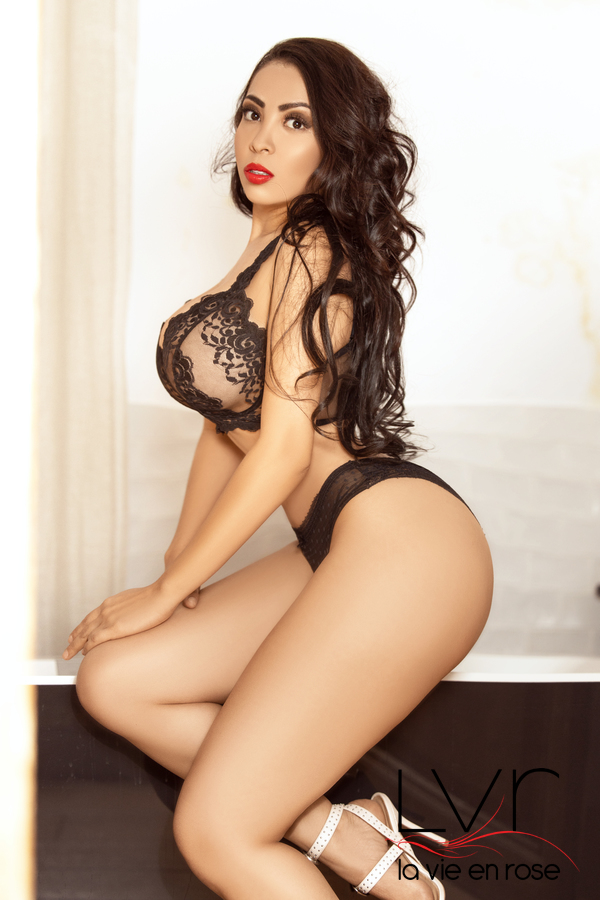 Colombian Escort in Barcelona with red lips, Sara