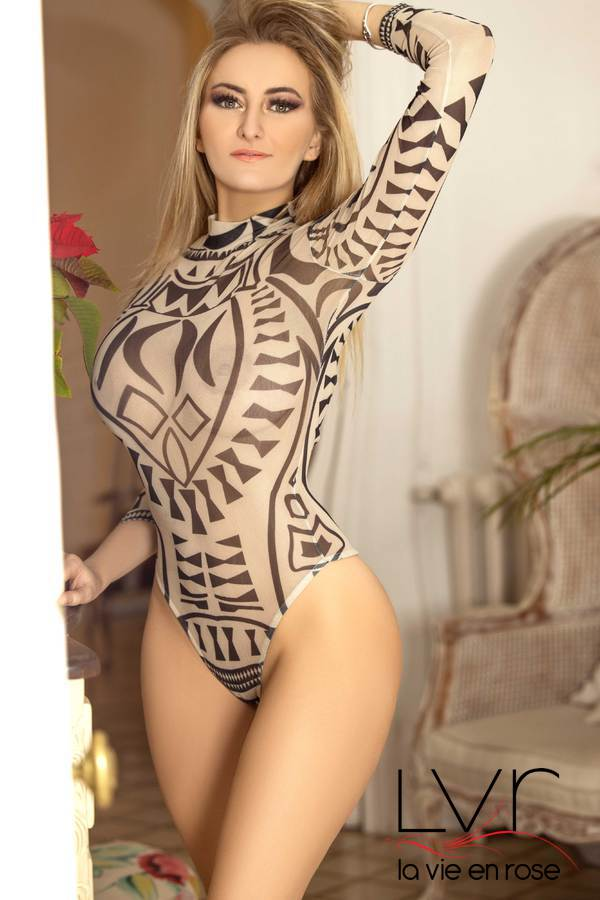 Blondy escort francese a Barcellona