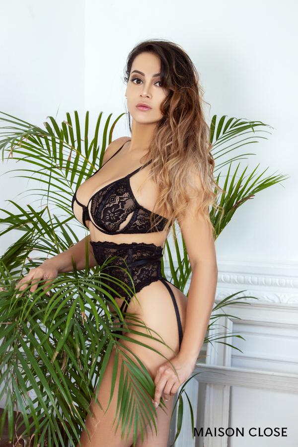 Brenda, puta de lujo Colombiana de 22 años para masajes eróticos en Barcelona